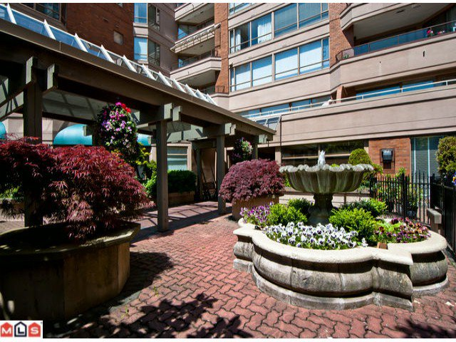 Main Photo: 201 15111 RUSSELL Avenue: White Rock Condo for sale (South Surrey White Rock)  : MLS®# F1220367