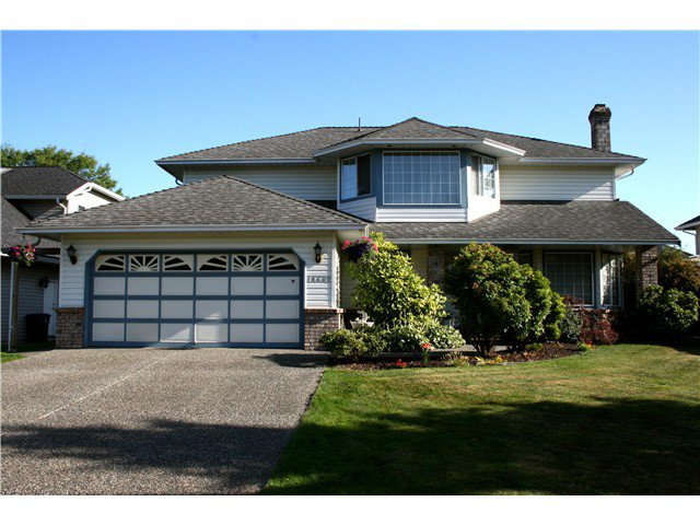 Main Photo: 18642 61 A Avenue in Surrey: Cloverdale BC House for sale : MLS®# F1444468