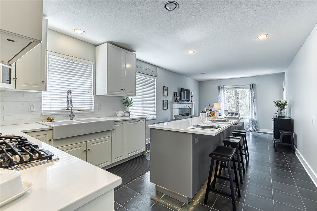Photo 5: Photos: 11633 230B Street in Maple Ridge: East Central House for sale : MLS®# R2406561