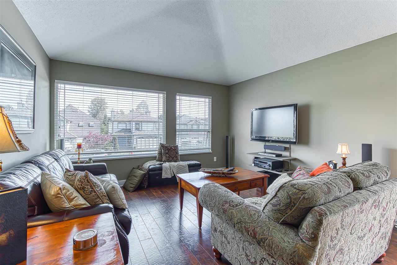 Photo 2: Photos: 11633 230B Street in Maple Ridge: East Central House for sale : MLS®# R2406561