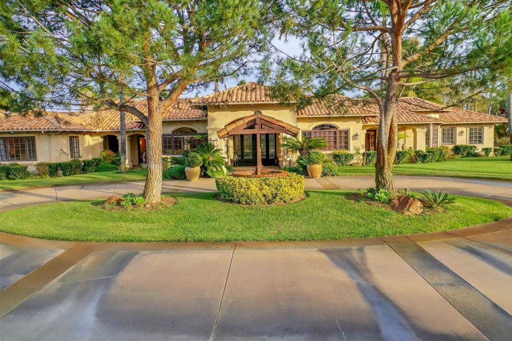 Main Photo: RANCHO SANTA FE House for sale : 7 bedrooms : 15611 Via De Santa Fe