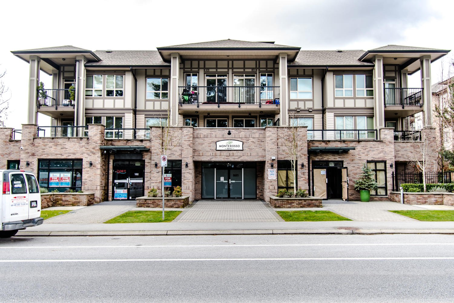 "Main Photo: 207 8695 160 Street in Surrey: Fleetwood Tynehead Condo for sale in ""MONTEROSSO"" : MLS®# R2442020"