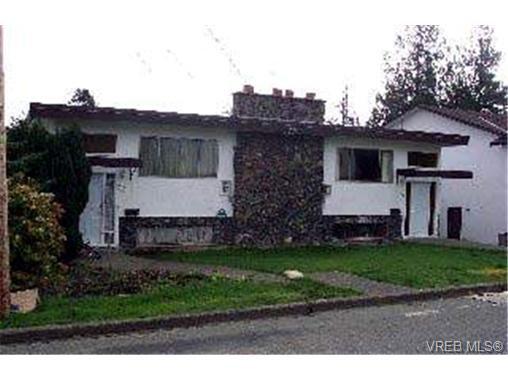 Main Photo: 901/901A Forshaw Rd in VICTORIA: Es Kinsmen Park Full Duplex for sale (Esquimalt)  : MLS®# 304362
