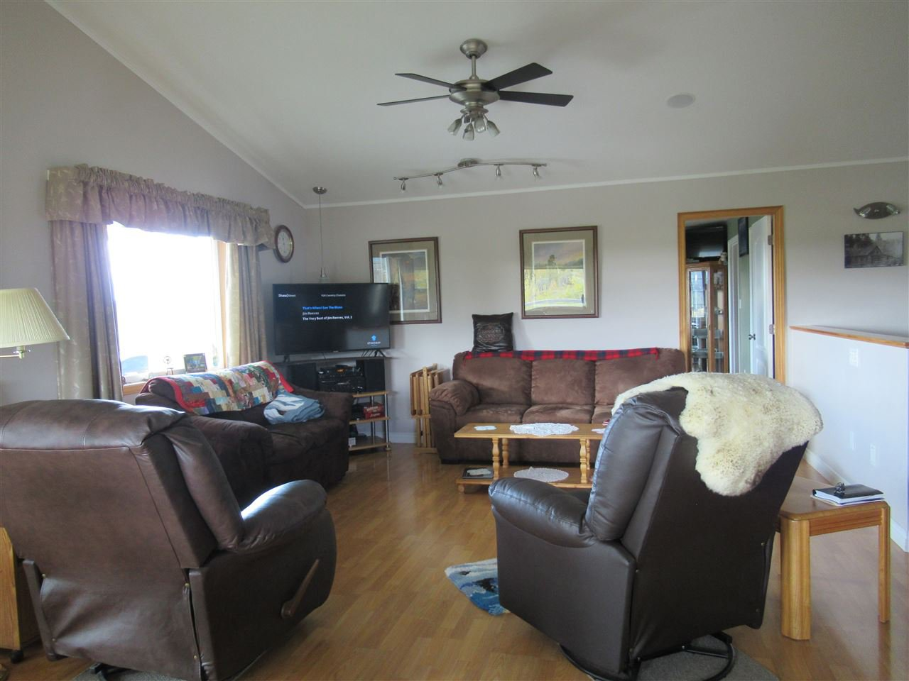 Photo 4: Photos: 2884 GOLD DIGGER Drive: 150 Mile House House for sale (Williams Lake (Zone 27))  : MLS®# R2409553