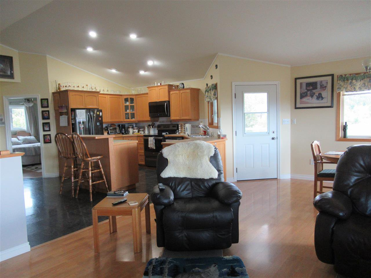Photo 6: Photos: 2884 GOLD DIGGER Drive: 150 Mile House House for sale (Williams Lake (Zone 27))  : MLS®# R2409553