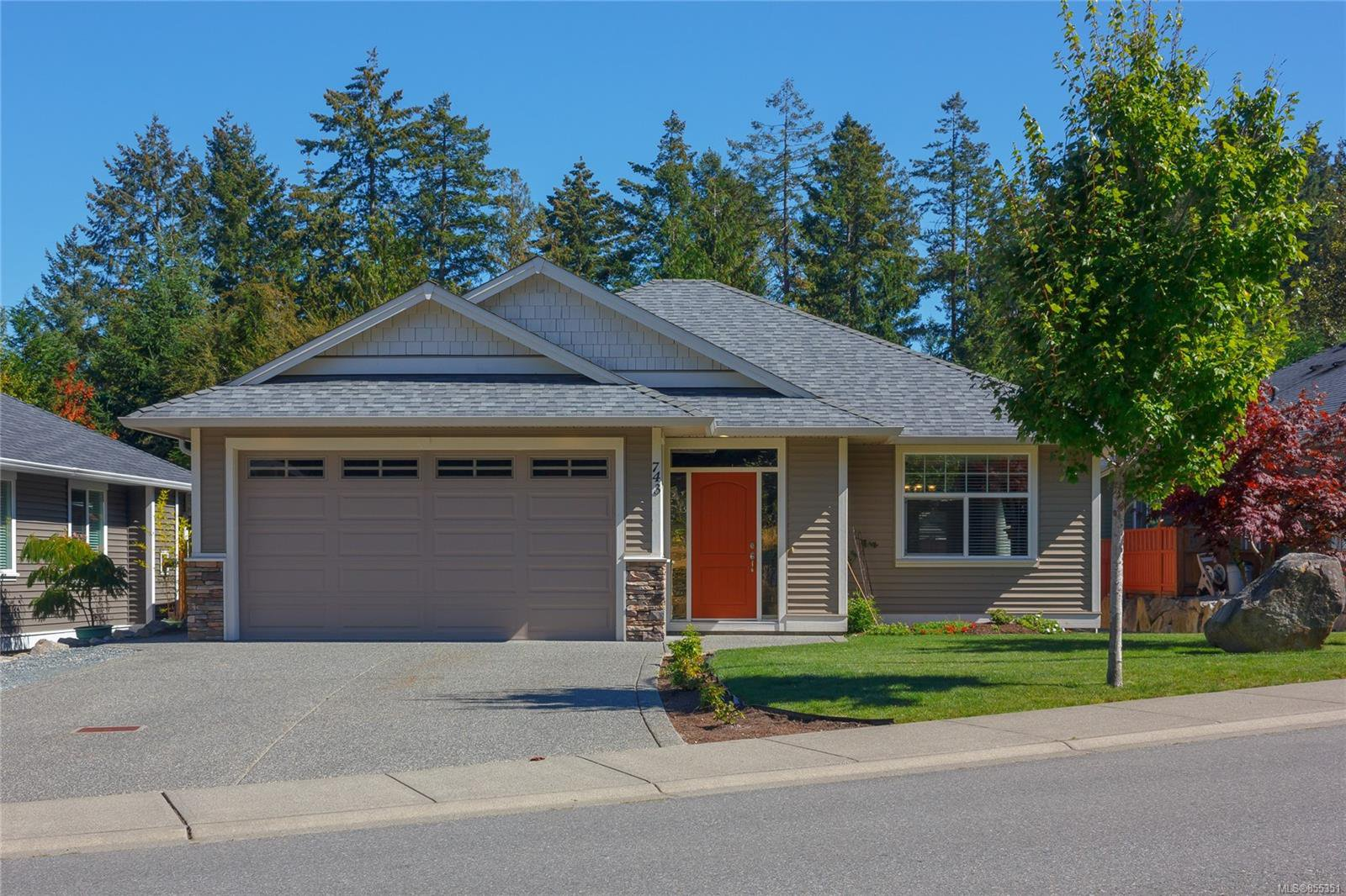 Main Photo: 743 Colonia Dr in : Du Ladysmith Single Family Detached for sale (Duncan)  : MLS®# 855351
