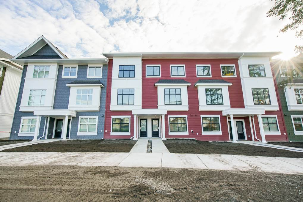 Main Photo: 19 27735 ROUNDHOUSE Drive in Abbotsford: Aberdeen Townhouse for sale : MLS®# R2498505