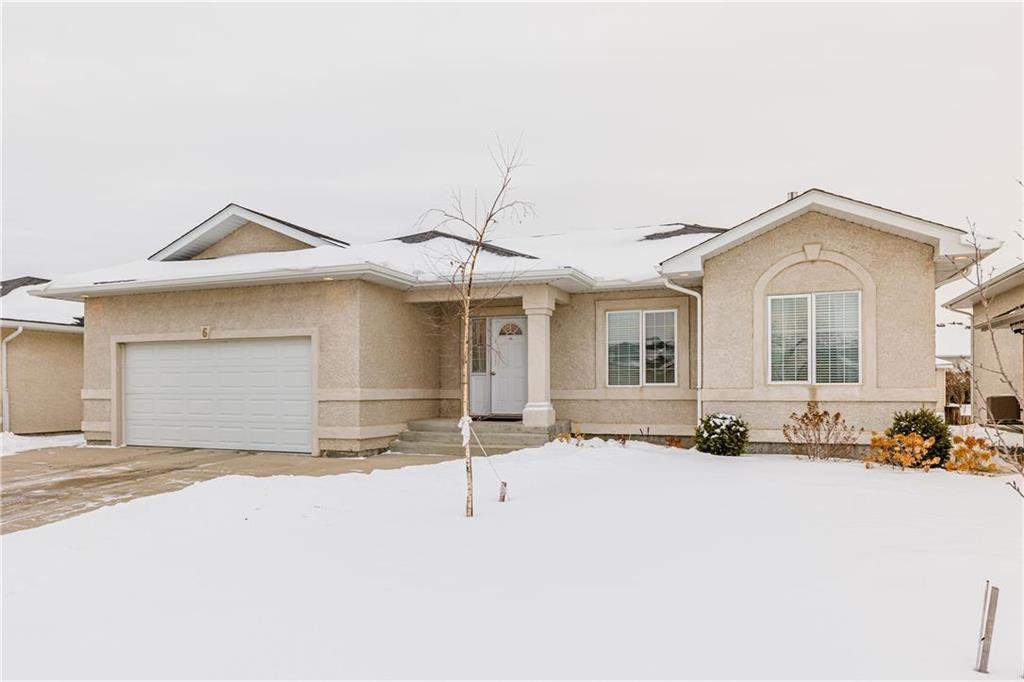 Main Photo: 6 AVONDALE Crescent in Steinbach: R16 Residential for sale : MLS®# 202100399