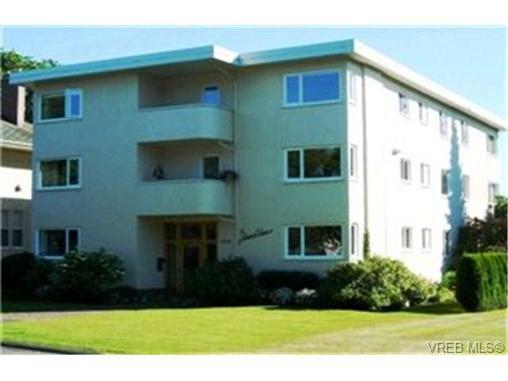 Main Photo:  in VICTORIA: OB South Oak Bay Condo for sale (Oak Bay)  : MLS®# 403248