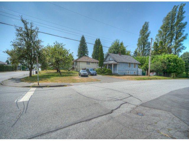 Photo 3: Photos: 9739 128TH Street in Surrey: Cedar Hills House for sale (North Surrey)  : MLS®# F1418313