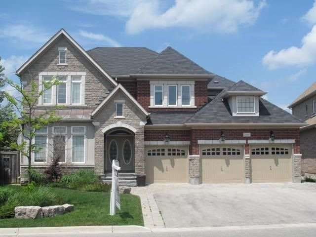 Main Photo: 2365 Delnice Dr in Oakville: Iroquois Ridge North Freehold for sale : MLS®# W4142853