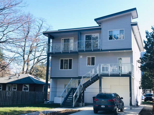 "Main Photo: 38033 SEVENTH Avenue in Squamish: Downtown SQ House 1/2 Duplex for sale in ""DOWNTOWN"" : MLS®# R2438415"