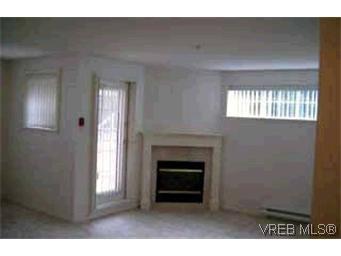 Photo 3: Photos: 105 1371 Hillside Ave in VICTORIA: Vi Oaklands Condo for sale (Victoria)  : MLS®# 315645