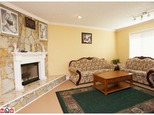 """Photo 2: Photos: 7734 124TH Street in Surrey: West Newton House for sale in """"Strawberry Hill"""" : MLS®# F1218788"""