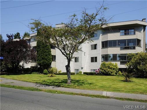 Main Photo: 304 928 Southgate St in VICTORIA: Vi Fairfield West Condo for sale (Victoria)  : MLS®# 677606
