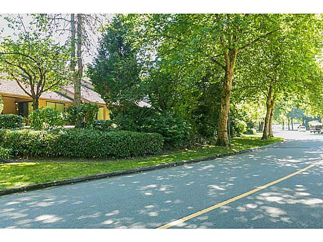 "Photo 19: Photos: 4142 GARDEN GROVE Drive in Burnaby: Greentree Village Townhouse for sale in ""GREENTREE VILLAGE"" (Burnaby South)  : MLS®# V1082218"