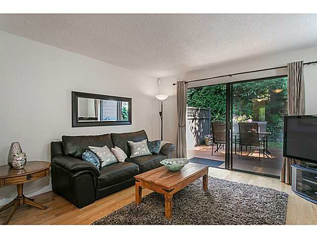 "Photo 5: Photos: 4142 GARDEN GROVE Drive in Burnaby: Greentree Village Townhouse for sale in ""GREENTREE VILLAGE"" (Burnaby South)  : MLS®# V1082218"