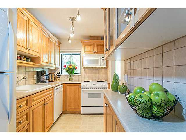 "Photo 3: Photos: 4142 GARDEN GROVE Drive in Burnaby: Greentree Village Townhouse for sale in ""GREENTREE VILLAGE"" (Burnaby South)  : MLS®# V1082218"