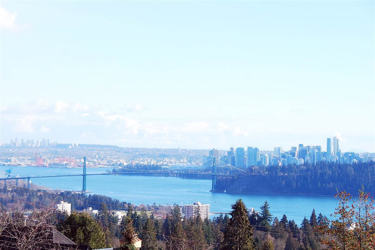 Photo 2: Photos: 1965 22ND STREET in West Vancouver: Queens House for sale : MLS®# R2140960