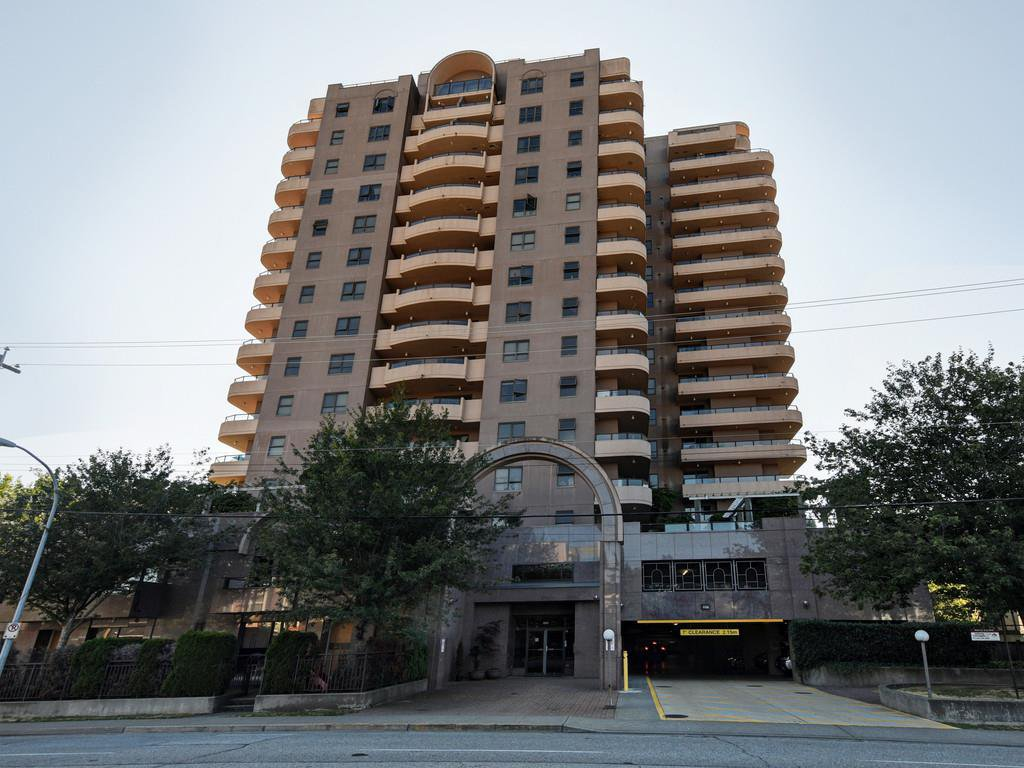 Main Photo: 1110 6611 COONEY Road in Richmond: Brighouse Condo for sale : MLS®# R2393358