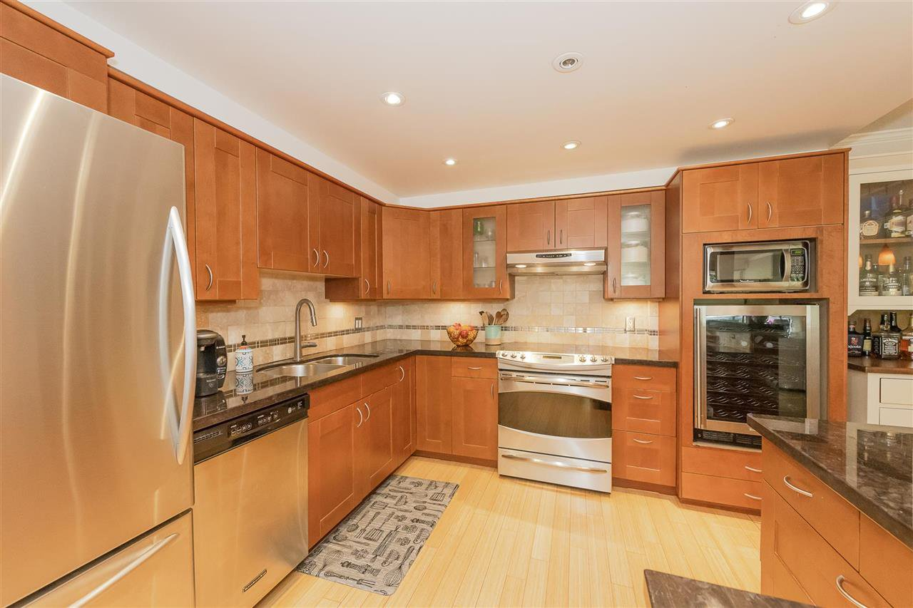 """Photo 7: Photos: 35 1425 LAMEY'S MILL Road in Vancouver: False Creek Condo for sale in """"HARBOUR TERRACE"""" (Vancouver West)  : MLS®# R2482067"""
