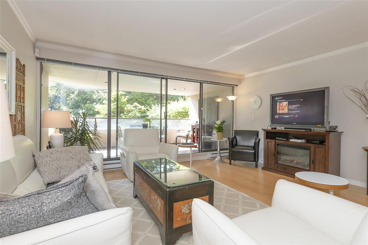 """Photo 10: Photos: 35 1425 LAMEY'S MILL Road in Vancouver: False Creek Condo for sale in """"HARBOUR TERRACE"""" (Vancouver West)  : MLS®# R2482067"""