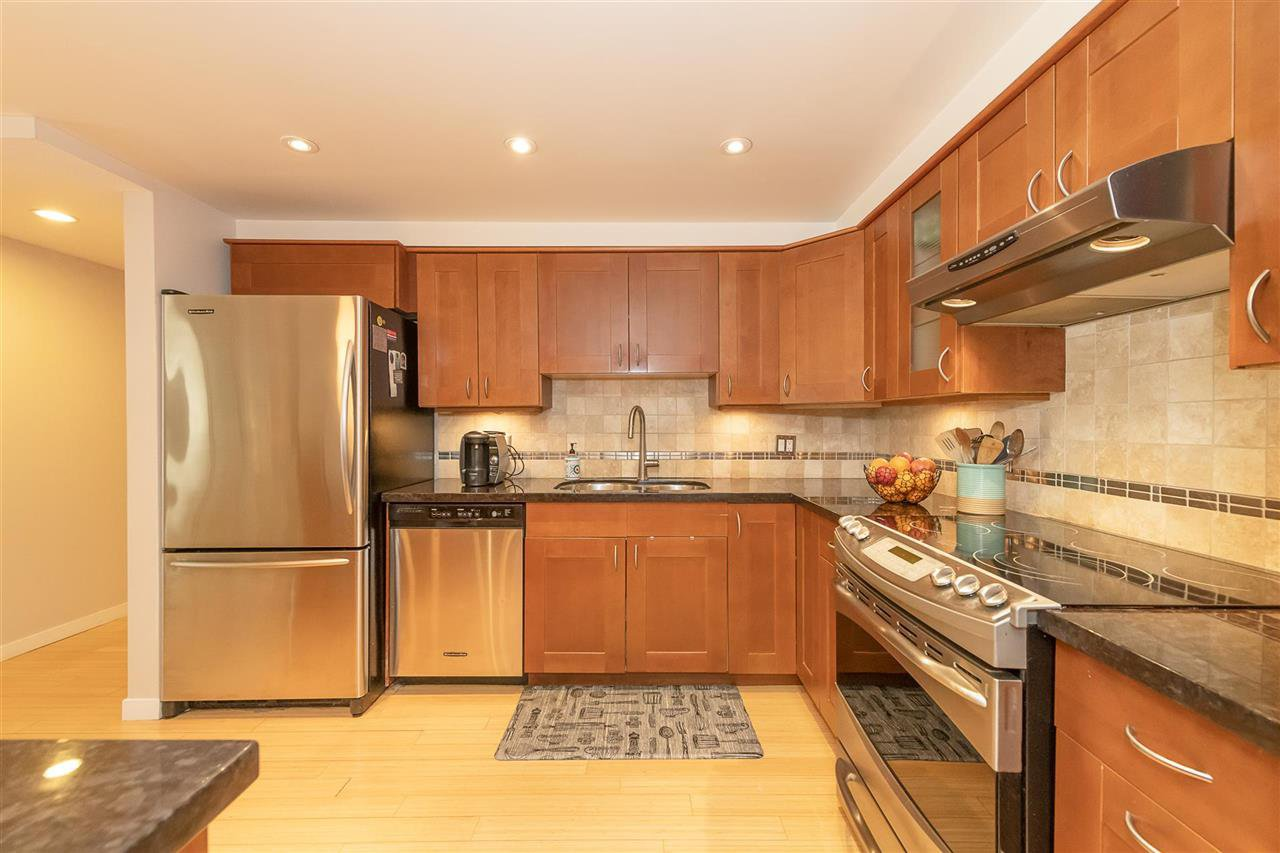 """Photo 9: Photos: 35 1425 LAMEY'S MILL Road in Vancouver: False Creek Condo for sale in """"HARBOUR TERRACE"""" (Vancouver West)  : MLS®# R2482067"""