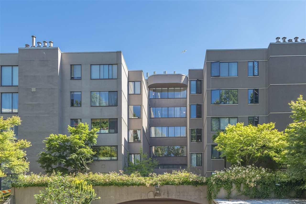 """Photo 32: Photos: 35 1425 LAMEY'S MILL Road in Vancouver: False Creek Condo for sale in """"HARBOUR TERRACE"""" (Vancouver West)  : MLS®# R2482067"""