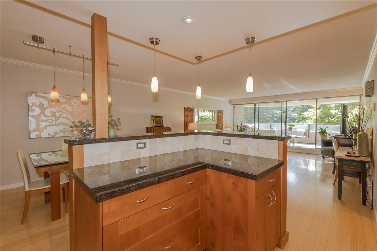 """Photo 6: Photos: 35 1425 LAMEY'S MILL Road in Vancouver: False Creek Condo for sale in """"HARBOUR TERRACE"""" (Vancouver West)  : MLS®# R2482067"""