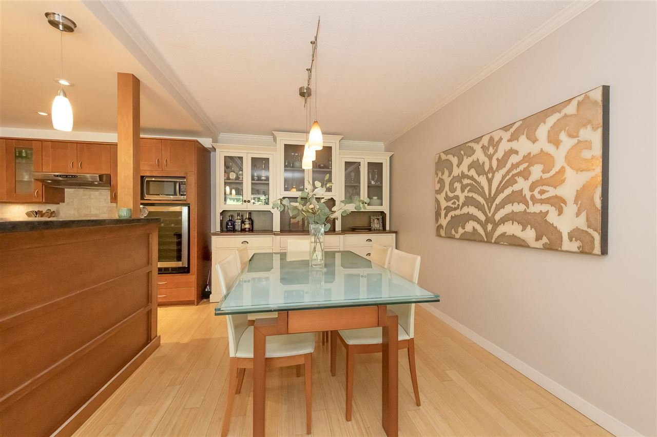 """Photo 3: Photos: 35 1425 LAMEY'S MILL Road in Vancouver: False Creek Condo for sale in """"HARBOUR TERRACE"""" (Vancouver West)  : MLS®# R2482067"""