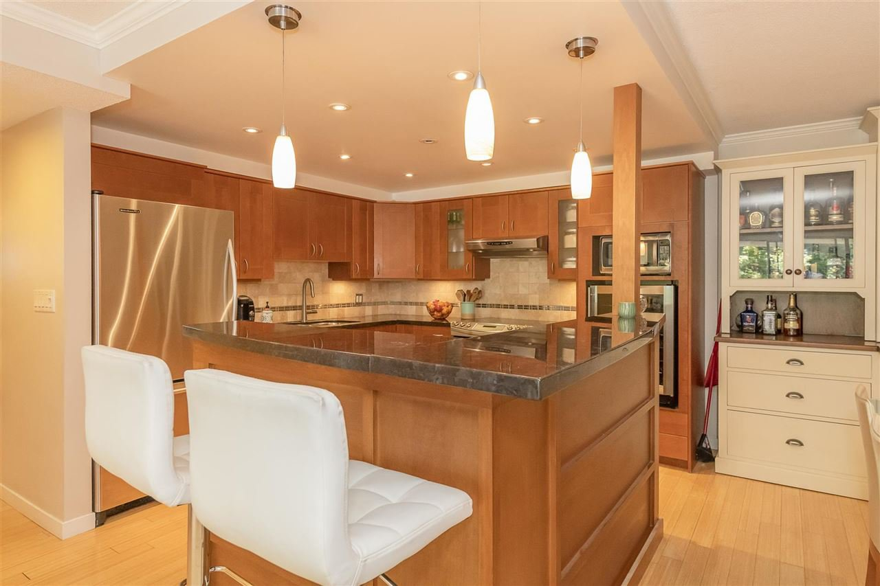"""Photo 5: Photos: 35 1425 LAMEY'S MILL Road in Vancouver: False Creek Condo for sale in """"HARBOUR TERRACE"""" (Vancouver West)  : MLS®# R2482067"""