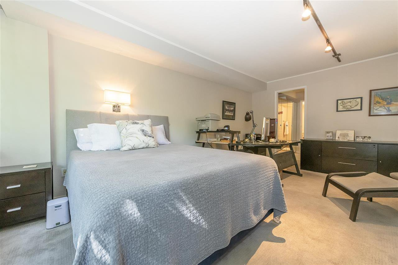 """Photo 14: Photos: 35 1425 LAMEY'S MILL Road in Vancouver: False Creek Condo for sale in """"HARBOUR TERRACE"""" (Vancouver West)  : MLS®# R2482067"""