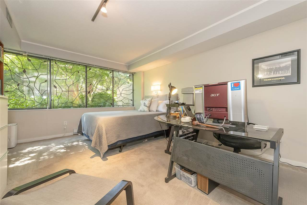 """Photo 15: Photos: 35 1425 LAMEY'S MILL Road in Vancouver: False Creek Condo for sale in """"HARBOUR TERRACE"""" (Vancouver West)  : MLS®# R2482067"""