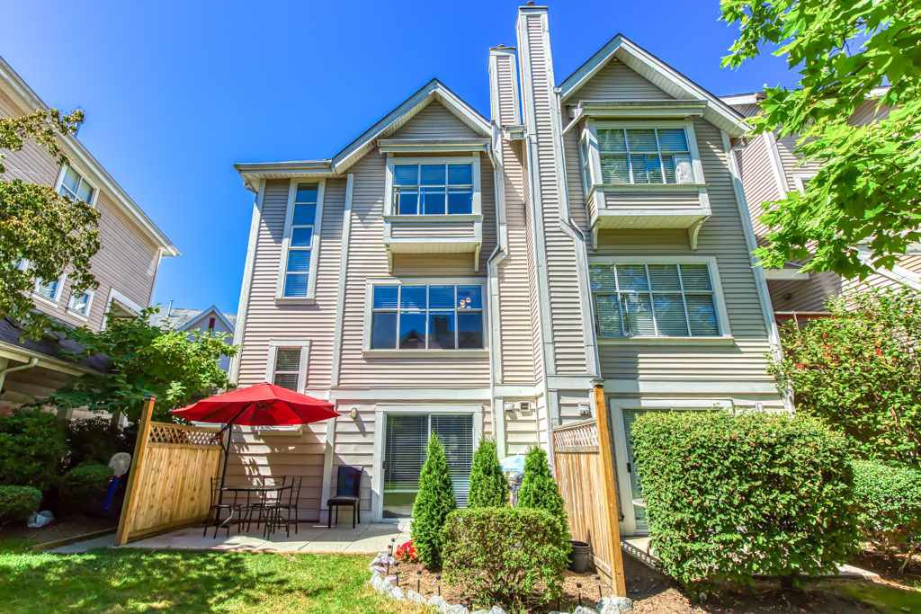 """Main Photo: 104 2450 HAWTHORNE Avenue in Port Coquitlam: Central Pt Coquitlam Townhouse for sale in """"COUNTRY PARK"""" : MLS®# R2482802"""
