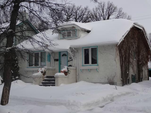 Main Photo: 270 Beaverbrook Street in WINNIPEG: River Heights / Tuxedo / Linden Woods Residential for sale (South Winnipeg)  : MLS®# 1301661