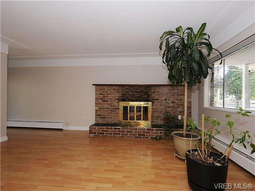Photo 3: Photos: 3328 Wishart Road in VICTORIA: Co Wishart North Strata Duplex Unit for sale (Colwood)  : MLS®# 328382