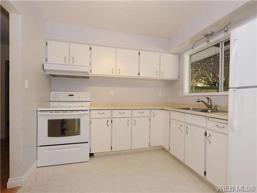 Photo 8: Photos: 3328 Wishart Road in VICTORIA: Co Wishart North Strata Duplex Unit for sale (Colwood)  : MLS®# 328382