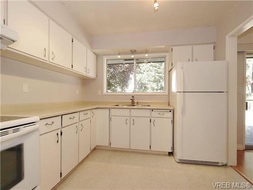 Photo 7: Photos: 3328 Wishart Road in VICTORIA: Co Wishart North Strata Duplex Unit for sale (Colwood)  : MLS®# 328382