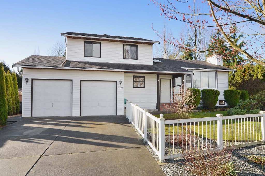 Photo 2: Photos: 17210 62A Avenue in Surrey: House for sale (Cloverdale)  : MLS®# F1405968