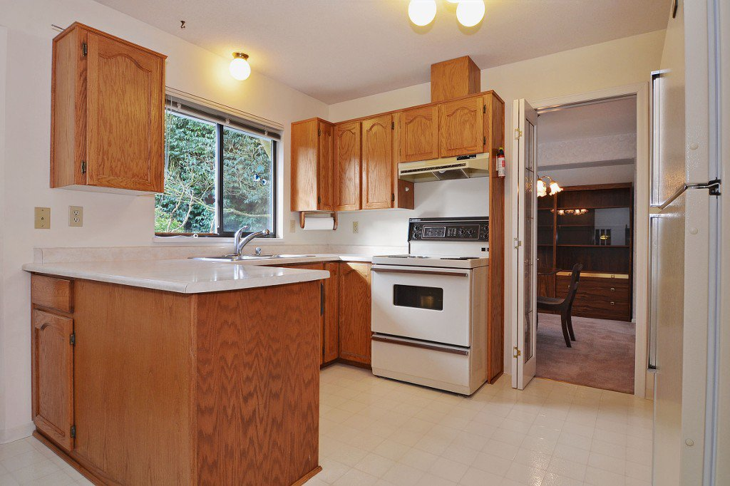 Photo 8: Photos: 17210 62A Avenue in Surrey: House for sale (Cloverdale)  : MLS®# F1405968