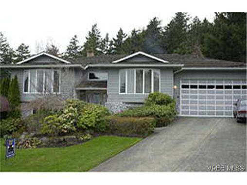 Main Photo: 4786 Amblewood Dr in VICTORIA: SE Broadmead House for sale (Saanich East)  : MLS®# 256734