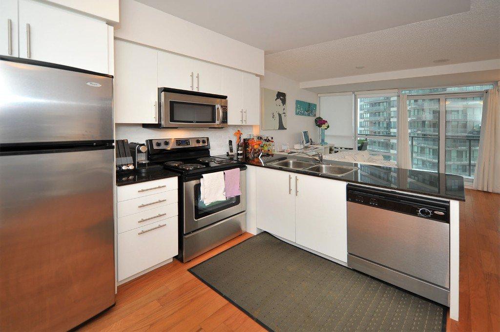 Photo 2: Photos: 908 15 Legion Road in Toronto: Mimico Condo for sale (Toronto W06)  : MLS®# W2802236