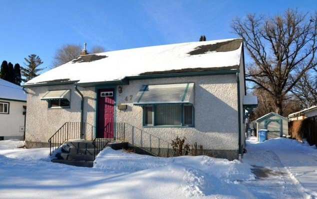 Main Photo: 47 Kingswood: Residential  : MLS®# 15003876