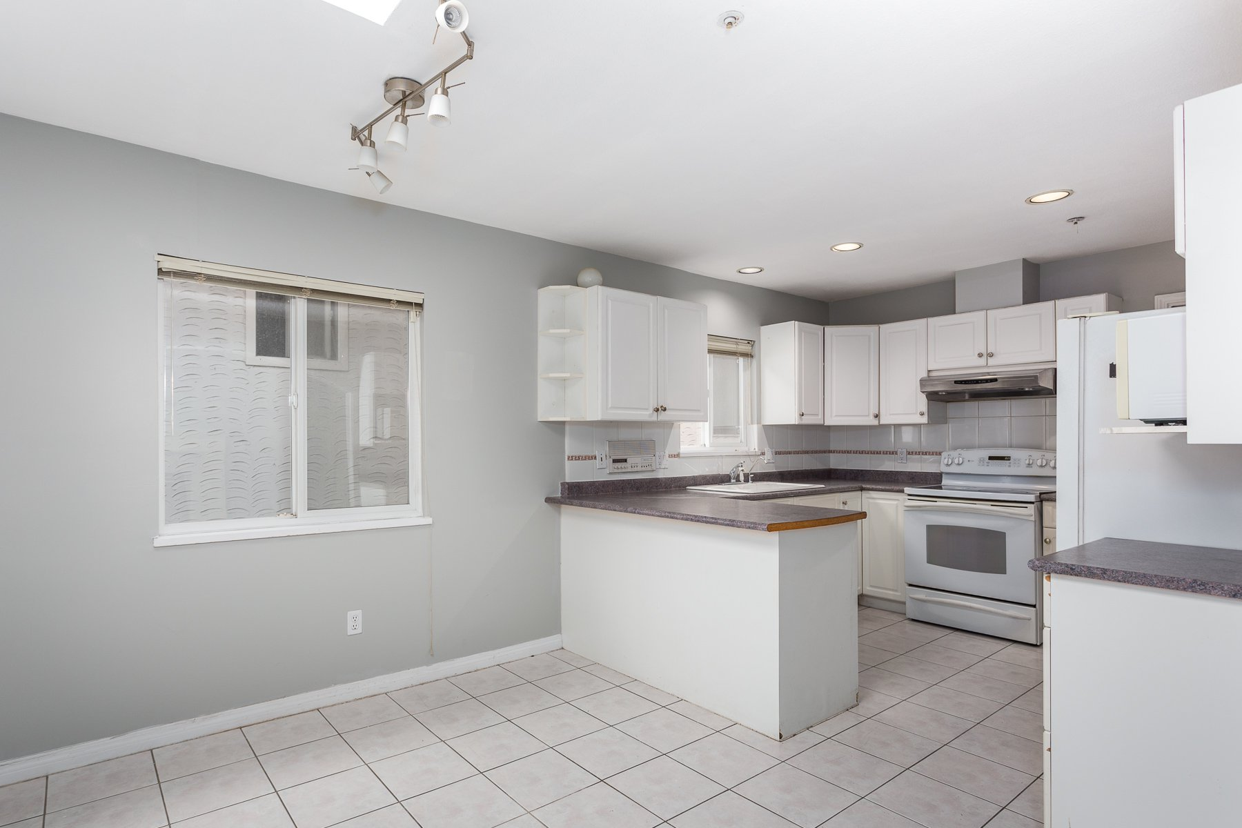 Photo 10: Photos: 3387 E. 2nd Ave in Vancouver: House for sale (Vancouver East)