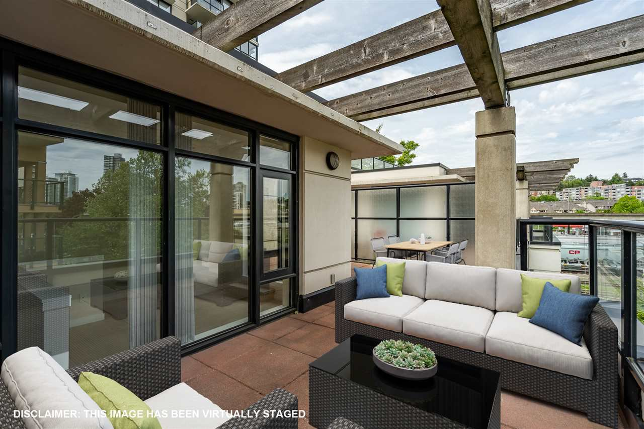 """Main Photo: 8 1 RENAISSANCE Square in New Westminster: Quay Townhouse for sale in """"Q"""" : MLS®# R2454289"""
