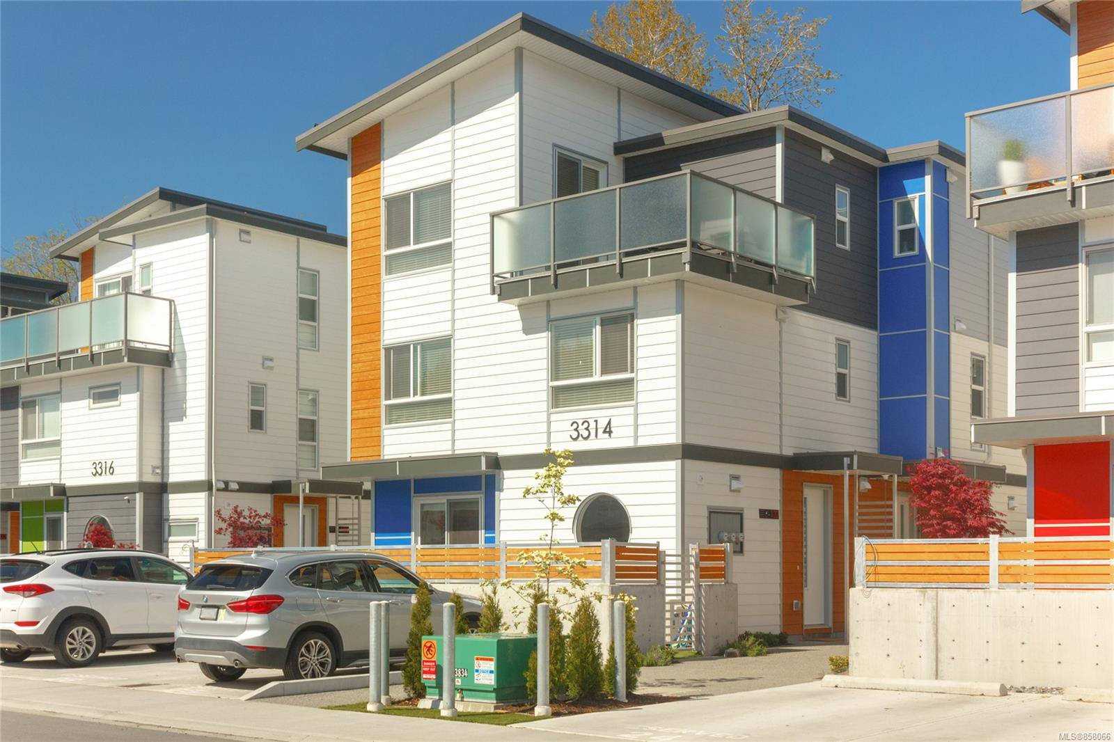 Main Photo: 102 3314 RADIANT Way in : La Happy Valley Row/Townhouse for sale (Langford)  : MLS®# 858066