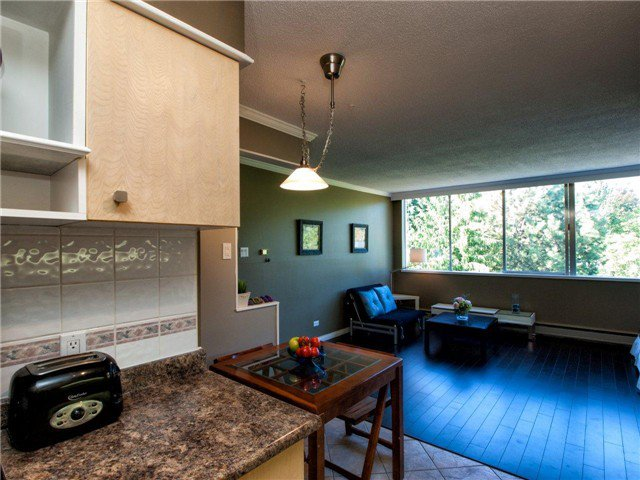 Main Photo: # 702 1785 ESQUIMALT AV in West Vancouver: Ambleside Condo for sale : MLS®# V1001977