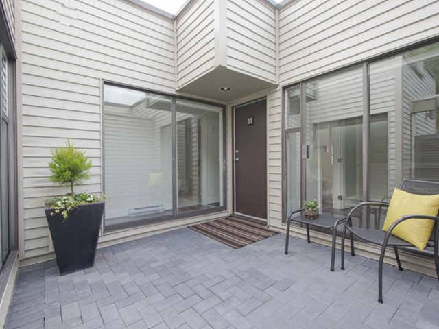 Photo 5: Photos: # 31 2235 FOLKESTONE WY in West Vancouver: Panorama Village Condo for sale : MLS®# V1085519