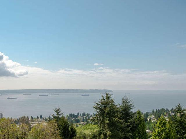 Photo 3: Photos: # 31 2235 FOLKESTONE WY in West Vancouver: Panorama Village Condo for sale : MLS®# V1085519