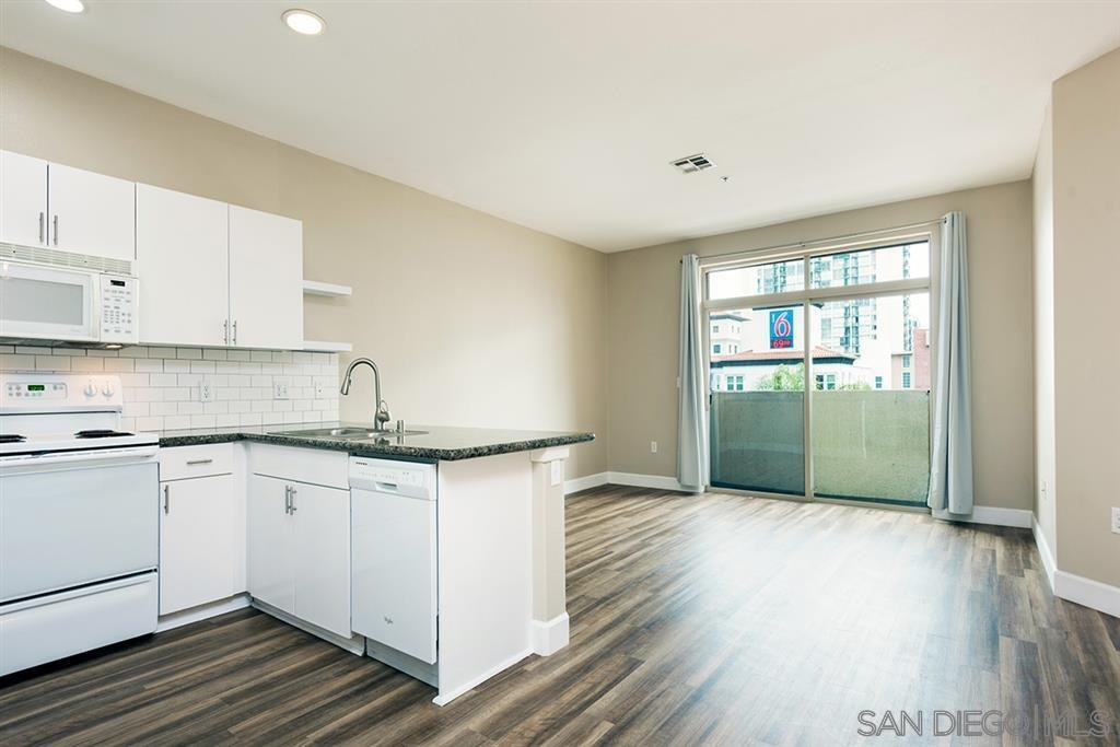 Main Photo: DOWNTOWN Apartment for rent : 2 bedrooms : 1501 Front St #522 in San Diego